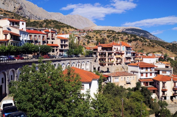 Arachova Greece  city images : Arachova,Greece is just a short distance away from Delphi. This town ...